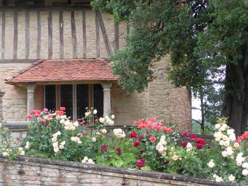 Gite de charme. Château d'Espanel en Quercy, holiday rental in Caussade