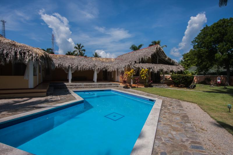 General view Villa Las Palmas with communal pool