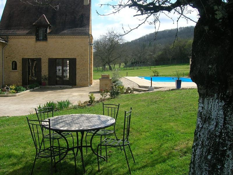 maison avec piscine, holiday rental in Allas-les-Mines
