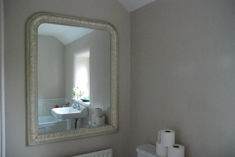 The Family bathroom is bathed in sunlight on summer evenings, weather permitting.