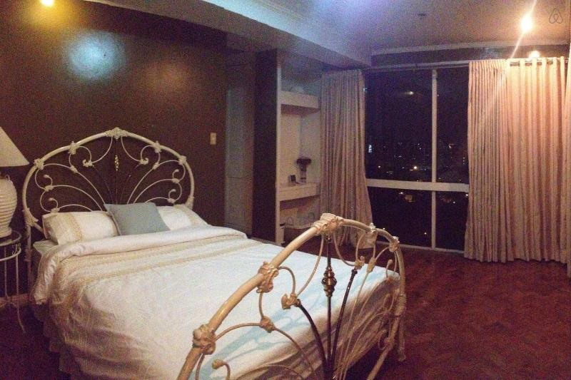 Fully Furnished.Nice & Safe Location. Clean. 87sqm, holiday rental in San Juan