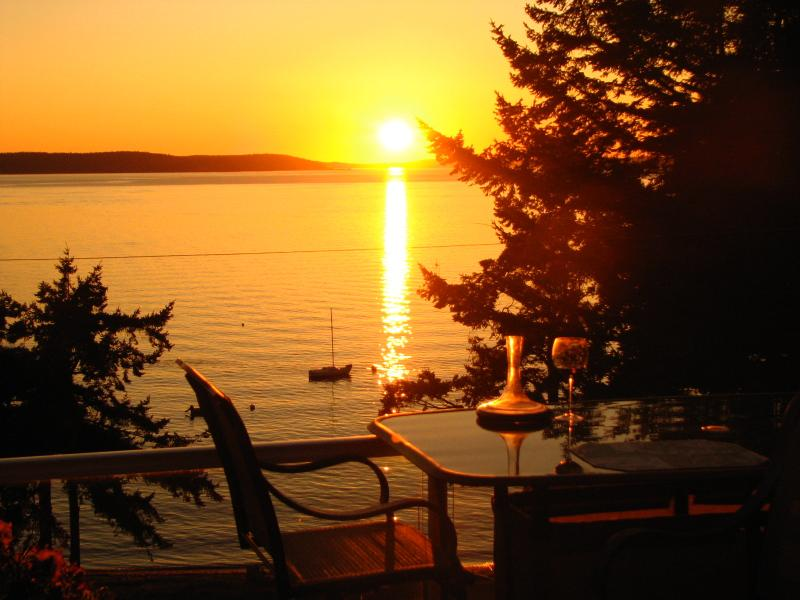 Sunset Condo, vacation rental in Camano Island