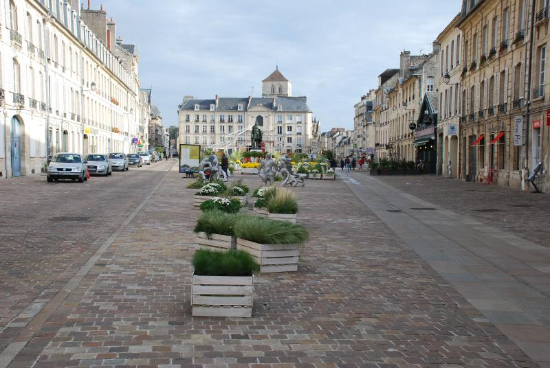 Pedestrian square where is situated the apartment