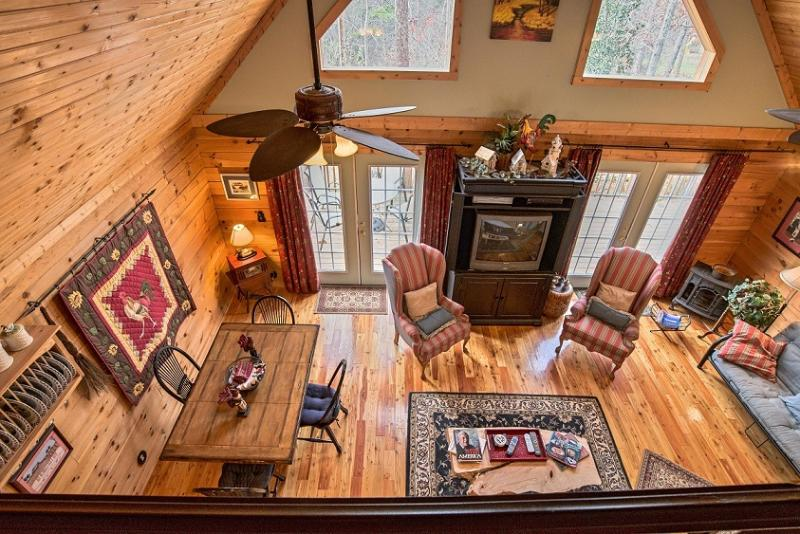 DELUXE CABIN (less than 3 miles from TIEC), holiday rental in Rutherfordton