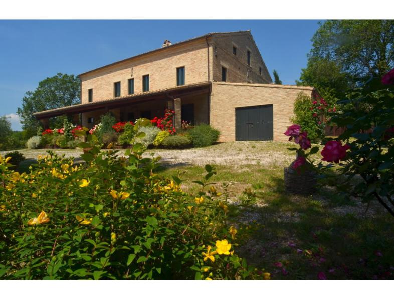 B&B Covo di Giramondo, holiday rental in Sant'Angelo In Pontano