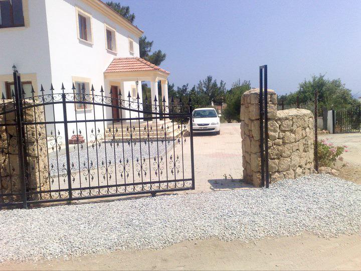Villa in Kyrenia Northern Cyprus, vacation rental in Alsancak - Karavas