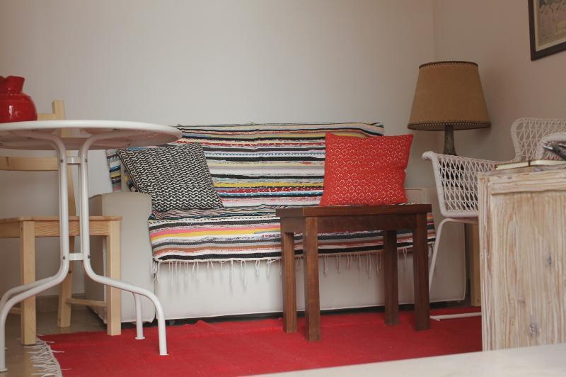Canapé avec belle couverture portugaise