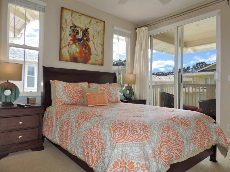 Queen Bedroom with attached lanai.