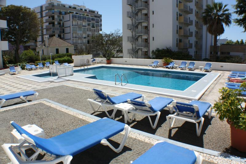 Apartment with pool in quiet area of Funchal, holiday rental in Funchal
