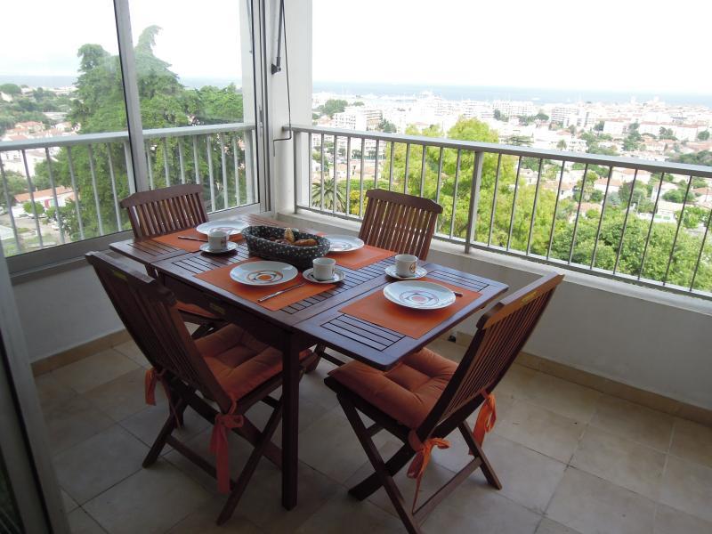 2 avis et 20 photos pour roi soleil antibes sunny panoramic two bed apt tripadvisor. Black Bedroom Furniture Sets. Home Design Ideas