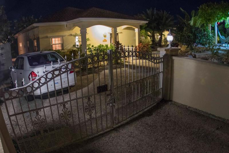Sun and Sea villa get their own gate