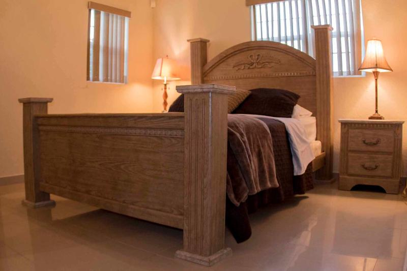Sea villa queen bed