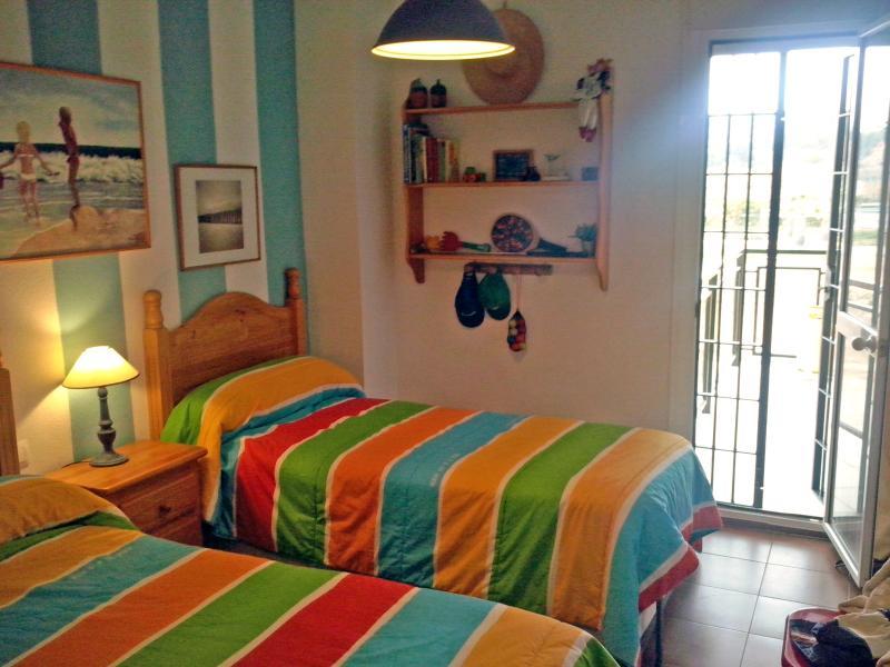 Dormitorio doble muy cuidado y con terraza.
