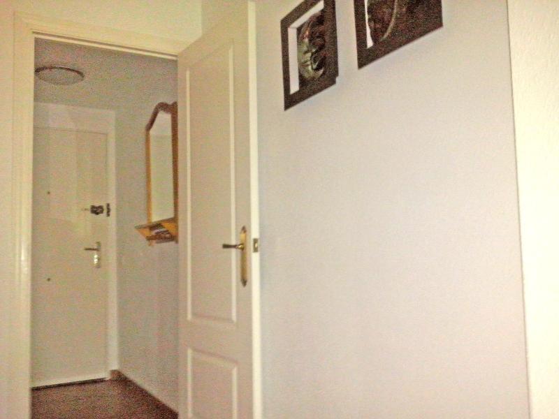 Puerta de acceso con recibidor.
