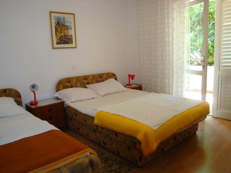 Apartment for 7-8 persons - for family and group, alquiler vacacional en Hvar