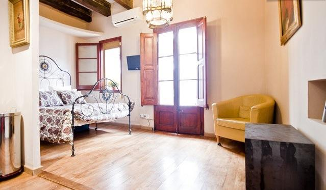 BOMBONIERE CENTRAL STUDIO  IDEAL FOR 1 OR 2 PEOPLE, holiday rental in Barcelona