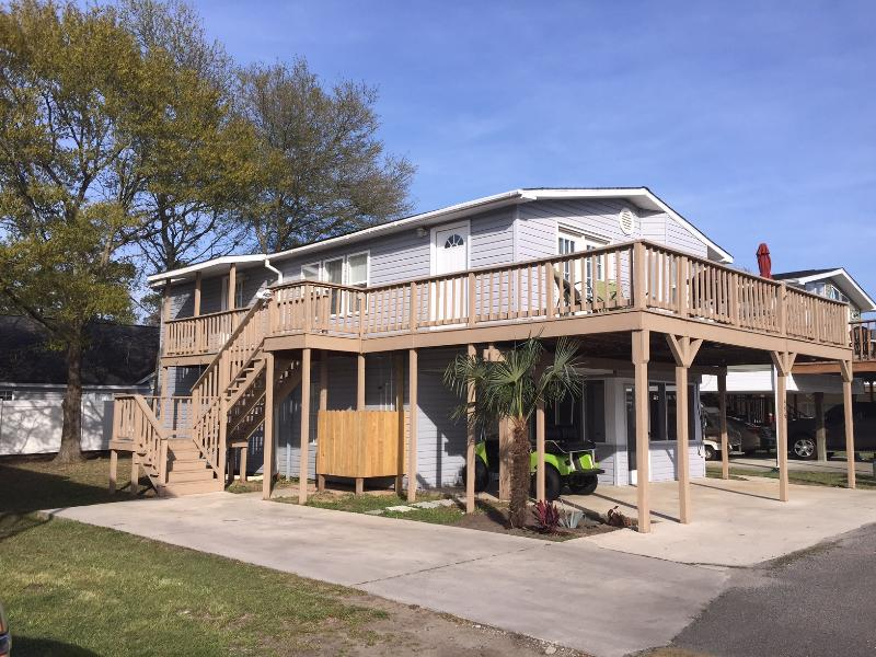 Spacious home in Oceanside Village with Golf Cart!, holiday rental in Surfside Beach