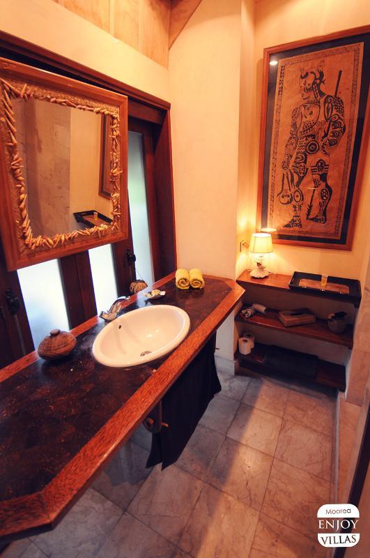 Bathroom N°2