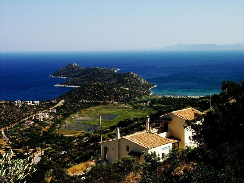 Aeolos Villa Overlooking the Sparkling Waters, holiday rental in Schinias