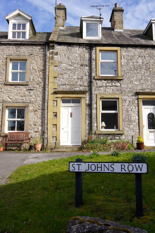 John's Cottage, in het midden van St John's rij, Langcliffe