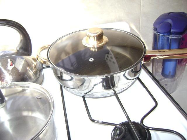 Beautiful i.-kitchen, all new as the other battery. Happy cooking pots