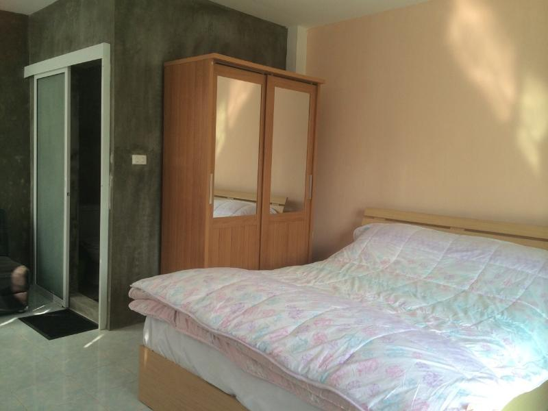 Chatters' Tavern room, Near amenities, holiday rental in Lamphun