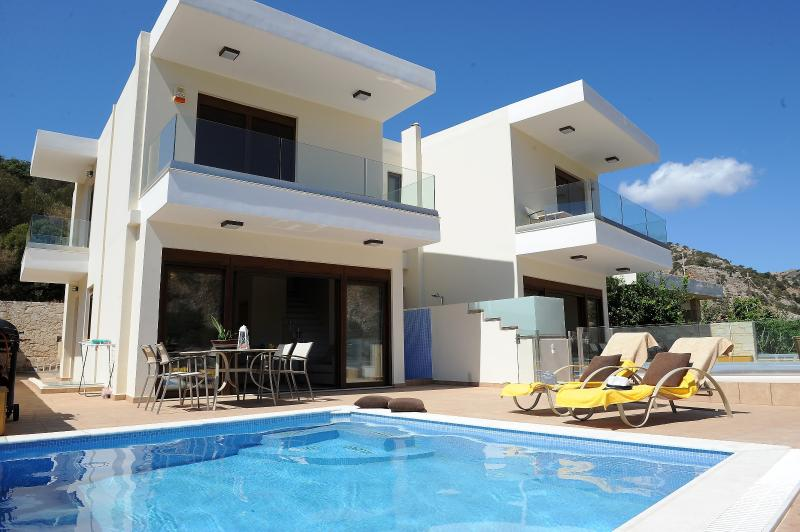 Luxury Villa Complex With Private Swimming Pools, vacation rental in Heraklion