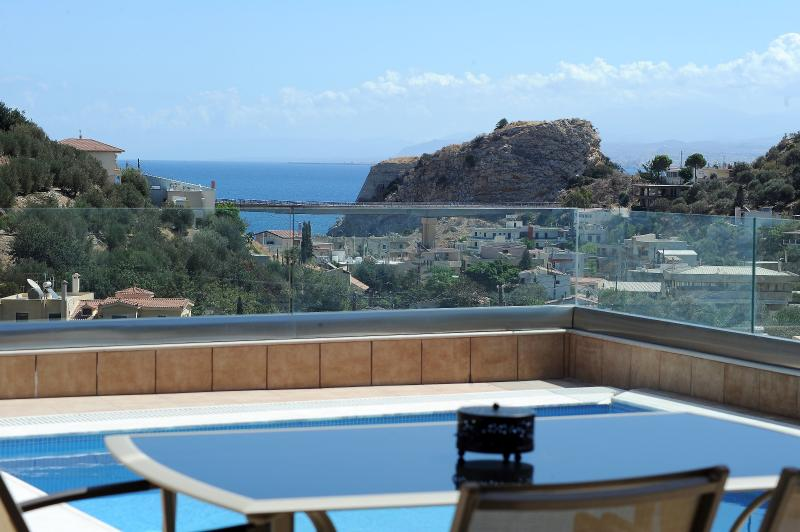 Helen Elegant Private with Swimming Pool, holiday rental in Rodia