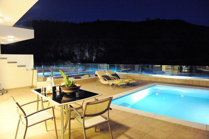 Alice Modern Villa with Swimming Pool, vacation rental in Heraklion