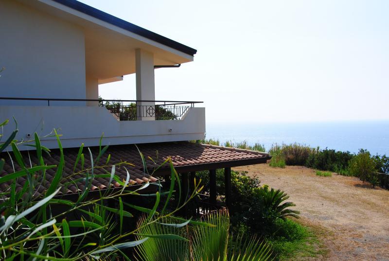 side villa picture