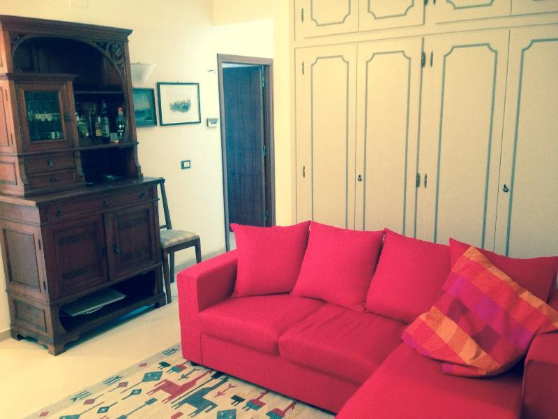 CHIANCIANO TERME - Appartamento ampio centro città, aluguéis de temporada em Chianciano Terme