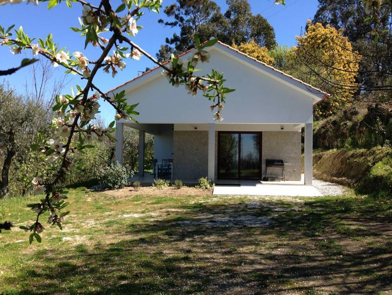 Holiday House Quinta das Cegonhas, holiday rental in Mesquitela