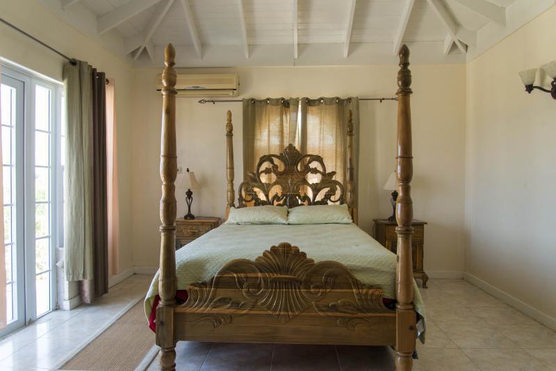 1 queen room