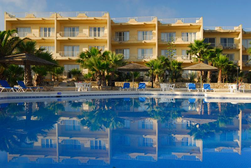 Ta Frenc Apartments 2 Bedroom, vacation rental in Ghasri