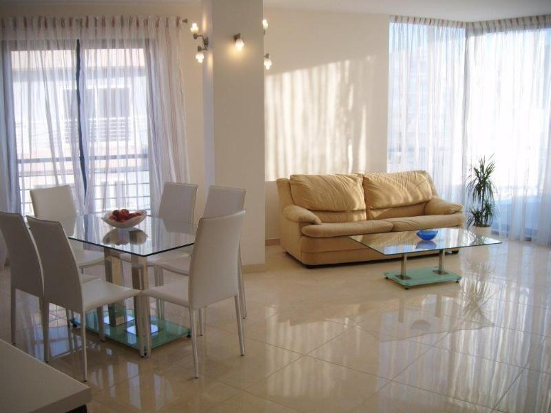 Modern Apartment 30 Mtrs to Seafront + Free Wifi, holiday rental in Bugibba