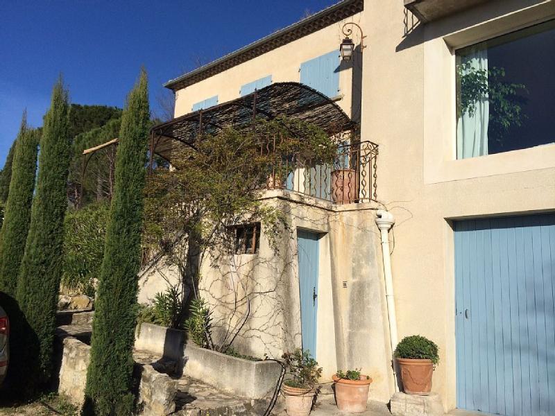 VILLA DE STANDING AVEC VUE PANORAMIQUE, holiday rental in Villeneuve-les-Avignon