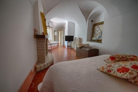 Camera Ambra in BB Le Gemme, vacation rental in Vallecrosia