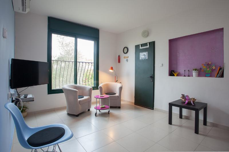Charming Tuscan Villa Apartment near Tel Aviv, holiday rental in Modiin