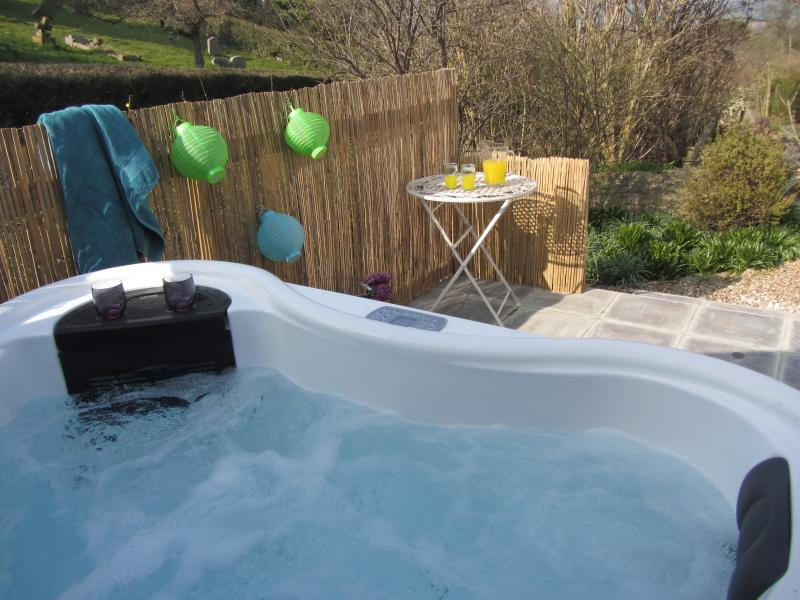 Bramble - Beautiful barn conversion near Glastonbury with Hot Tub, vacation rental in West Pennard