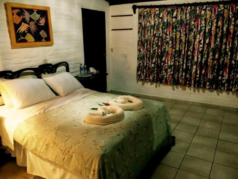 Room 3 -Queen size bed
