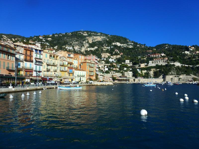 Only steps from the bay,you will fall in love with Villefranche