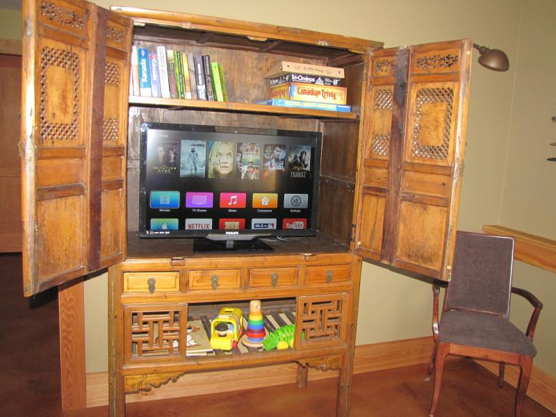 Smart TV, books, games, toy library
