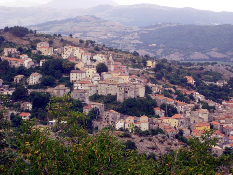 il paese di Montenero Valcocchiara