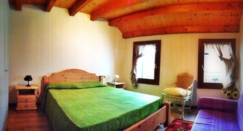 COZY HOUSE ON THE HILLS IN BORSO DEL GRAPPA BETWEEN BASSANO DEL GRAPPA AND ASOLO, holiday rental in Cavaso del Tomba
