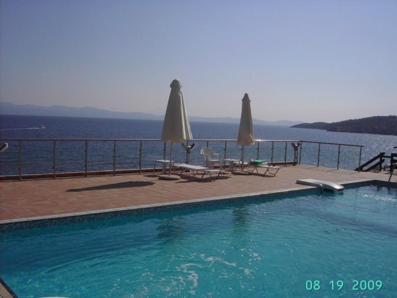 AGNANTI VILLA- 5 STEPS FROM THE SEA, location de vacances à Paliouri