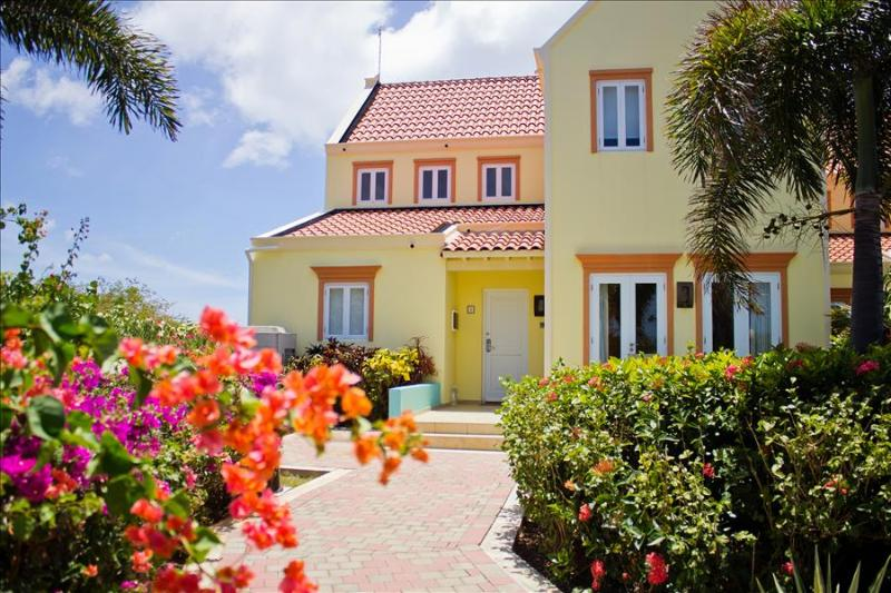 Stunning sea view villa - 5 minutes walk from the beach  - Perfect for families, vacation rental in Curaçao