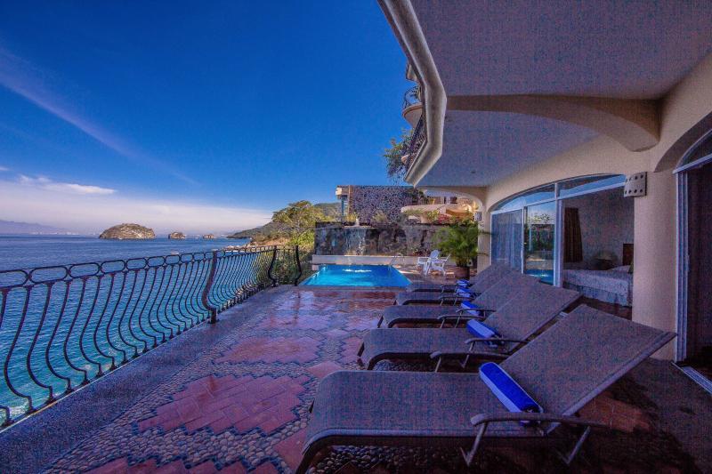 Casa Nautilus Amazing Full Ocean Views Minutes from Beach, vacation rental in Puerto Vallarta