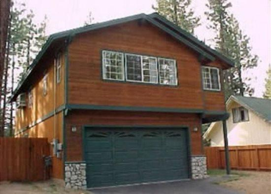 V47-Spacious family oriented home in a quiet, convenient neighborhood. Hot tub, vacation rental in Markleeville