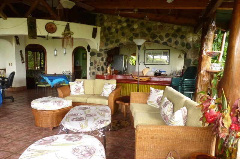 Grote woonkamer voor onderhoudend-open lucht-slaapkamers zijn vertoond in.