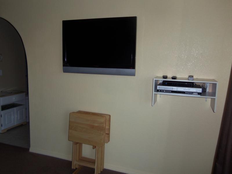 Lounge Room TV, VCR & DVD